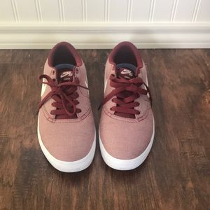 Nike SB Check Solarsoft in red